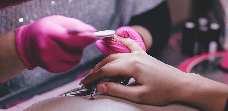 manicure i wpływ na paznokcie