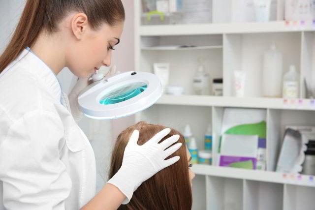 trycholog to lekarz od włosów